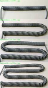 4 grijze spiraalkabels van verschillende lengten