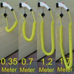 De 4 verschillende lengtes van gele spiraalkabels naast elkaar weergegeven.